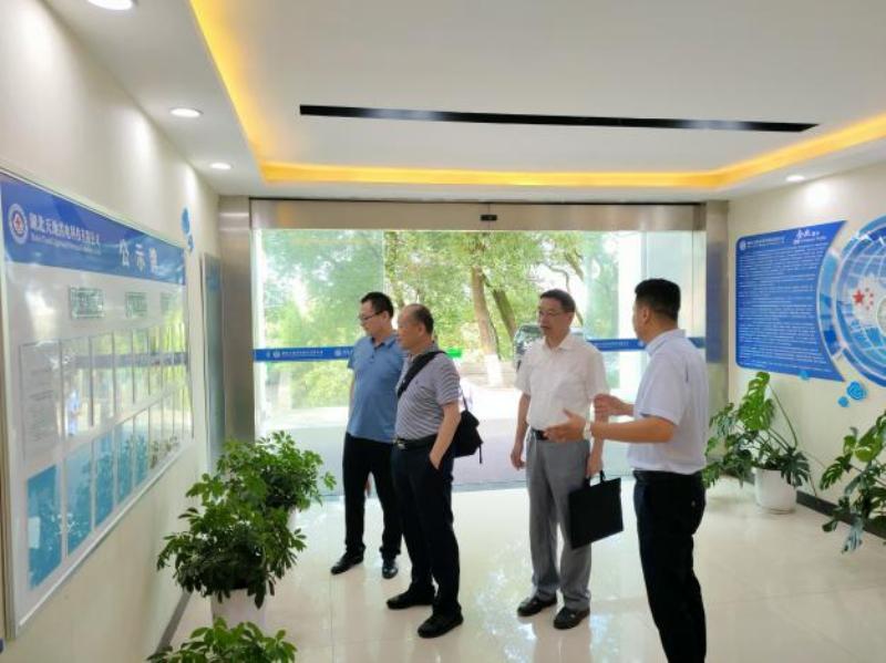 湖北省气象局防雷企业改革专题调研组到宜昌市气象局和我公司考察调研